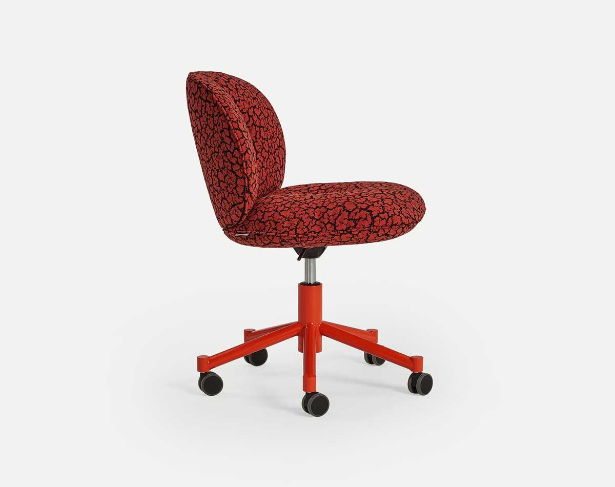 mulet empresa que recoge madera y hacer sillas